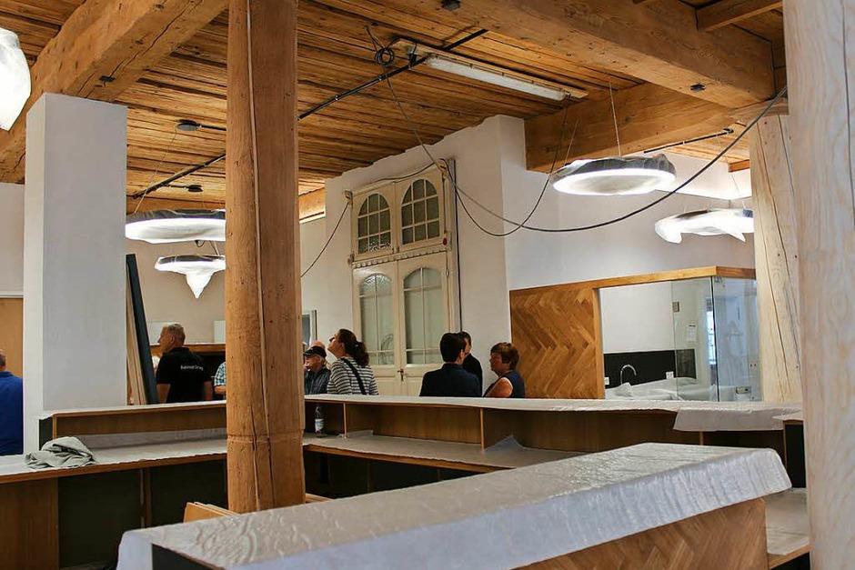 Neuer Charme in altem Gebäude: Die ehemalige Markthalle im Erdgeschoss teilen sich das Bürgerbüro (im Bild)  und das Stadtbauamt. (Foto: Christa Maier)