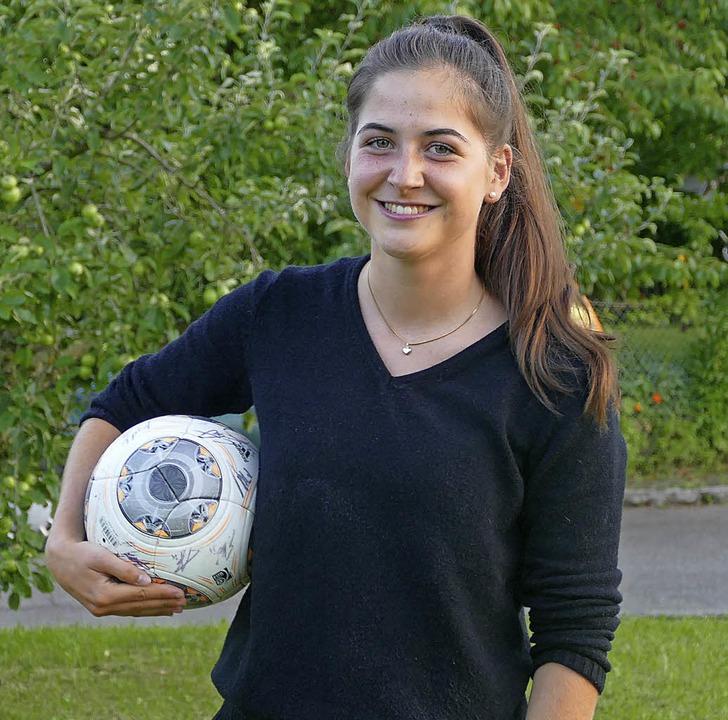 Leonie Heizler aus Staufen-Grunern nim...tärweltmeisterschaft im Fußball teil.   | Foto: Franziska Riepl