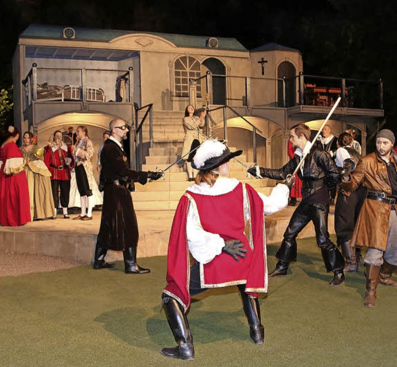 Beim königlichen Maskenball kommt es z...pf zwischen Musketieren und Gardisten.  | Foto: Dagmar Barber