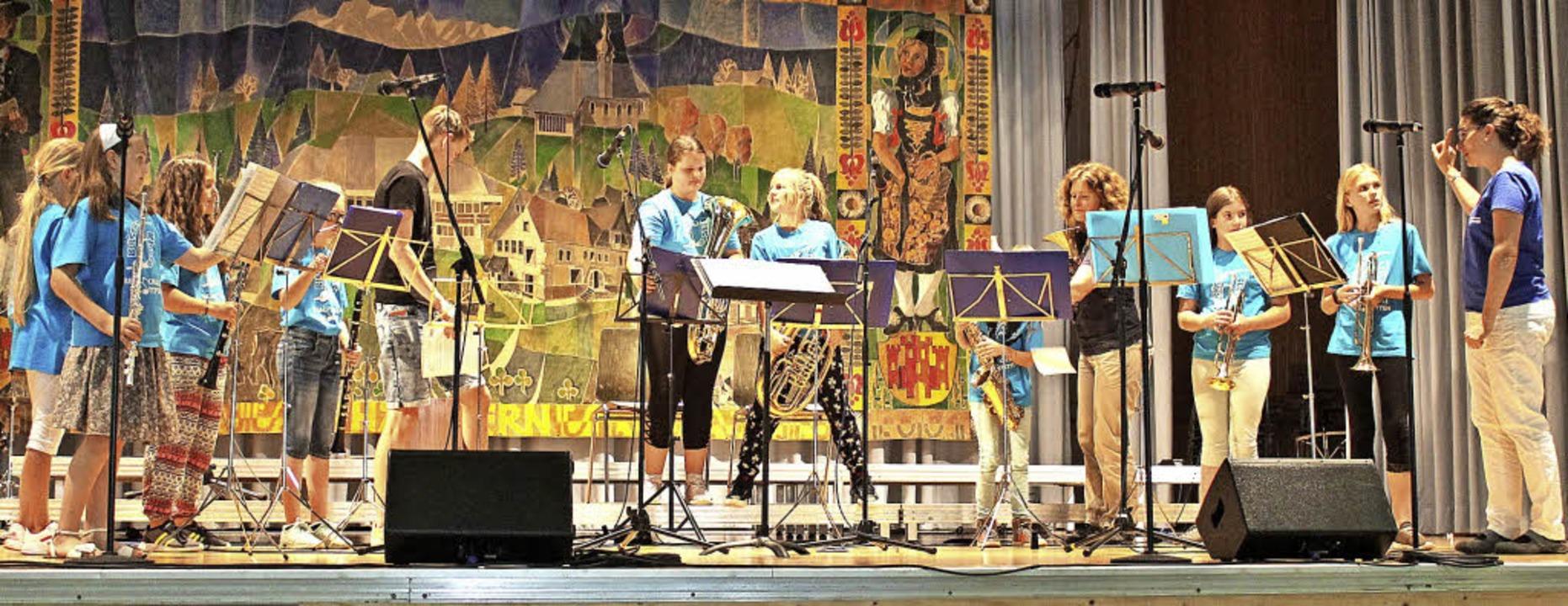 Nonchalant setzte auch die Bläserklass...le Jestetten die Partitur in Töne um.   | Foto: Cornelia Liebwein