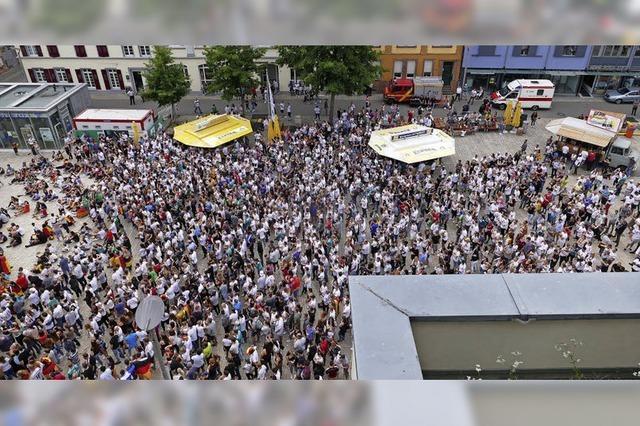 Mehr als 3000 Fans auf dem Marktplatz
