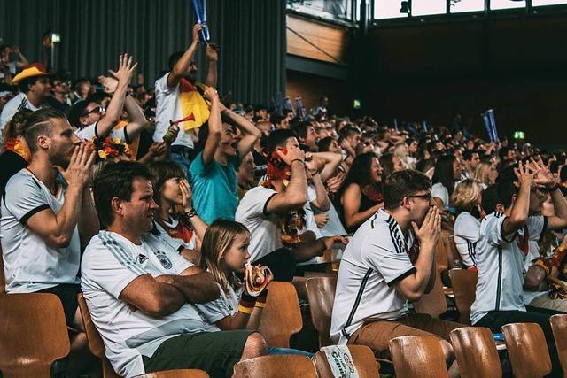 3000 Besucher kommen zum Public Viewing in die Sick-Arena