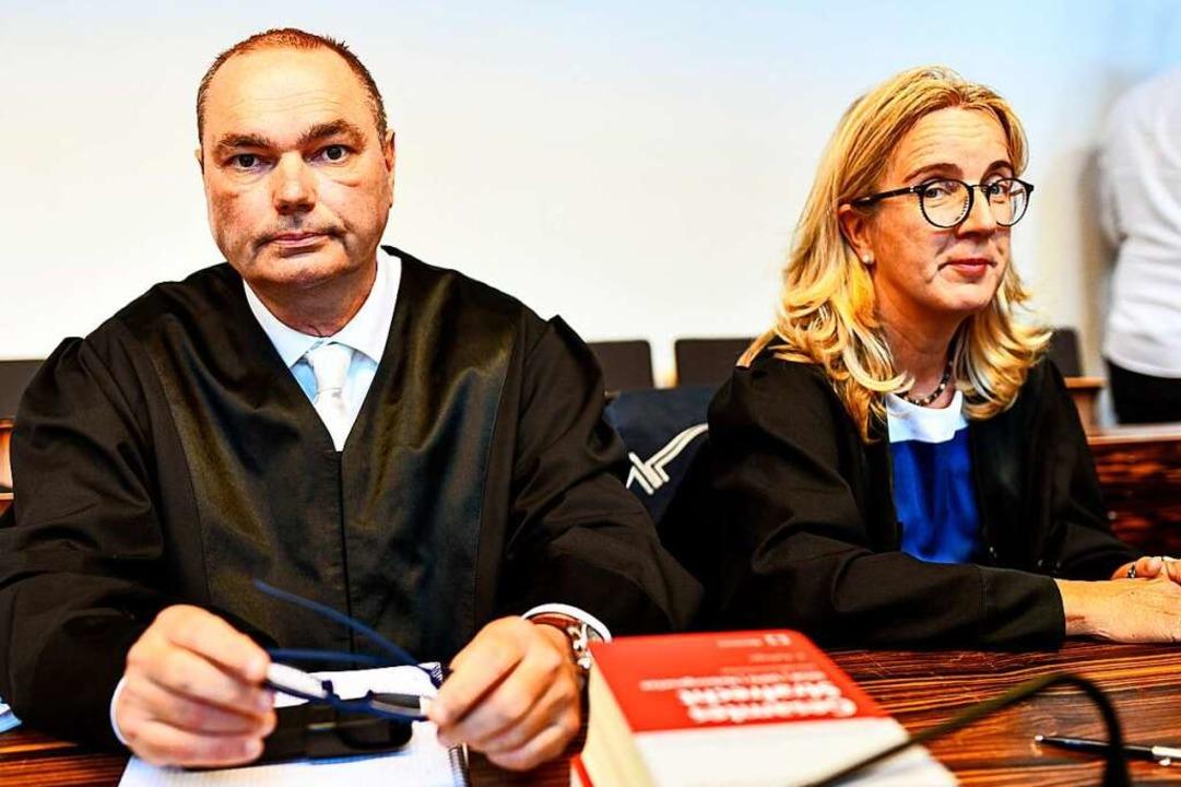 Die Verteidiger: Matthias Wagner ist V...; Martina Nägele vertritt Christian L.  | Foto: dpa