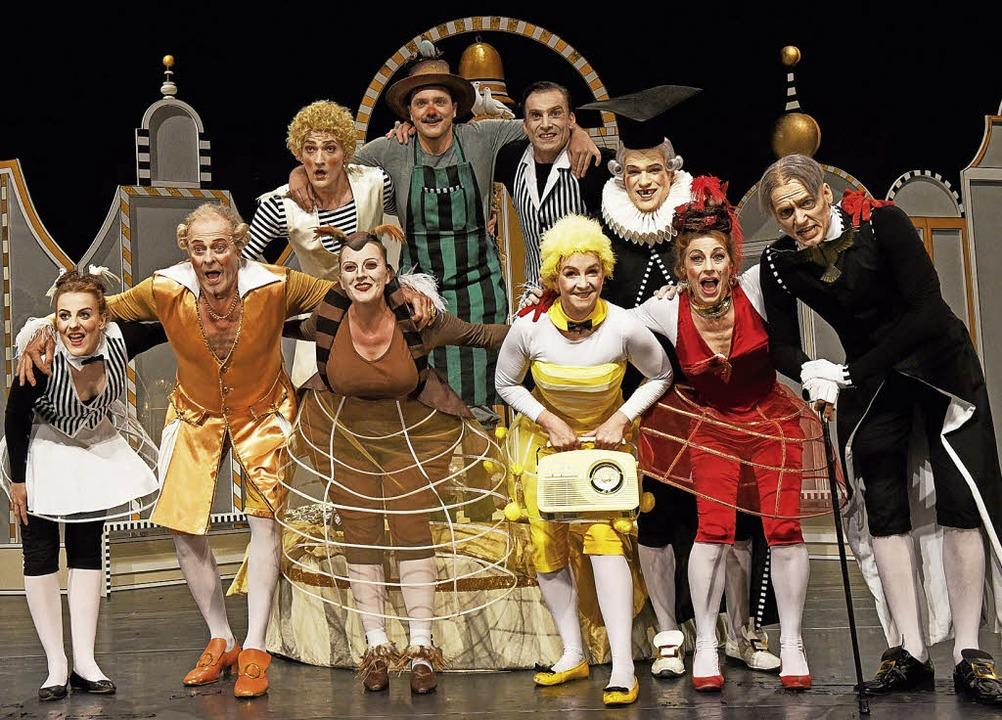 Klassenkampf in comichafter Inszenierung: Das Bruchsaler Ensemble.     Foto: PEter Empl