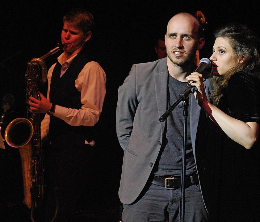 Bakkhos Puns auf der Bühne von Tempus ...g aus Jazz, Dadaismus und Poetry-Slam   | Foto: Thomas Loisl Mink
