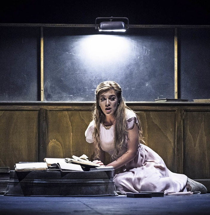 """Szene aus """"Eugen Onegin"""" an der Opéra national du Rhin    Foto: Klara Beck"""