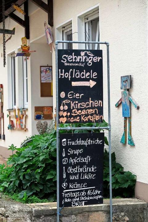 Mit der Direktvermarktung im Hoflädele...gers ein weiteres Standbein aufgebaut.  | Foto: Beatrice Ehrlich