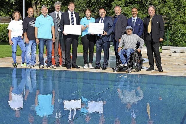 Hohe Spende ermöglicht Einbau eines Pool-Lifts