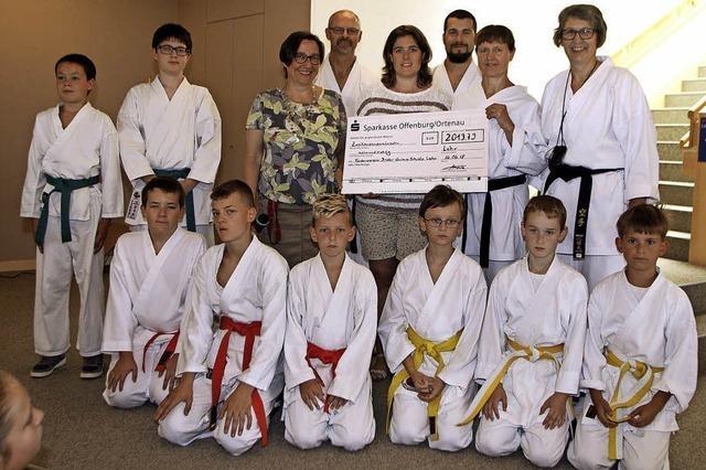 2000-Euro-Spende für die Brüder-Grimm-Schule