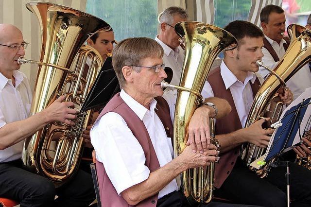 Unterhaltsame Blasmusik an neuem Spielort