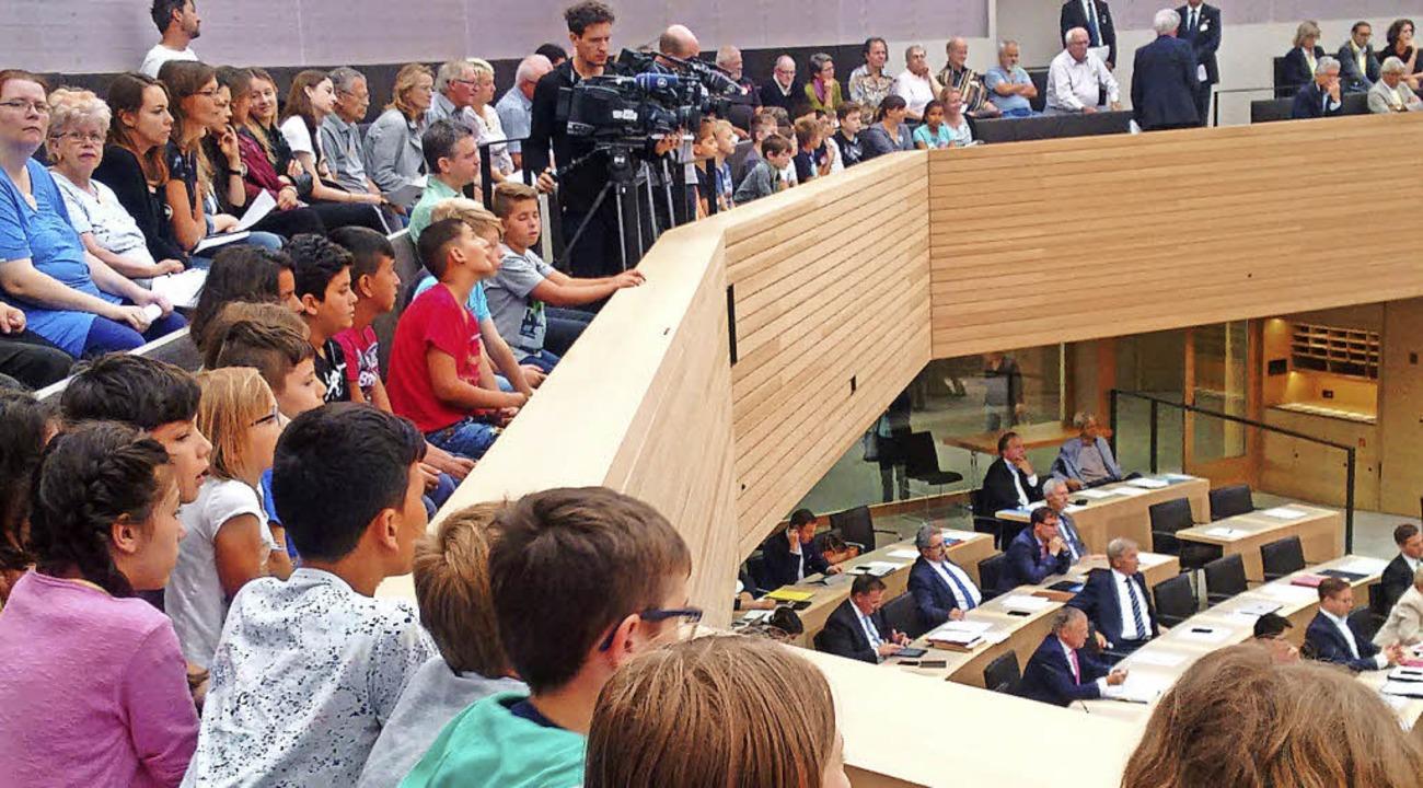 Kinder aus der Stadt Waldkirch im Landtagssaal.   | Foto: Udo Wenzl