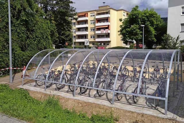 Fahrräder unter Dach