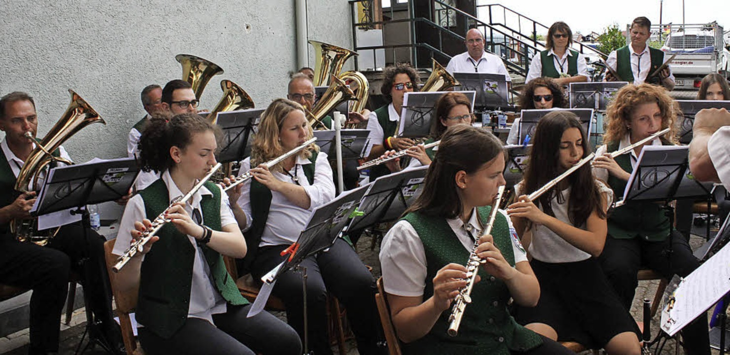 Die Feldkircher Musiker, links  Vorsitzender Patrick Wick     Foto: Otmar Faller
