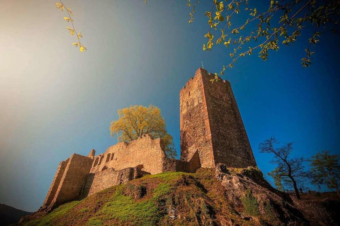 Die Kastelburg wacht seit Jahrhunderte...ejahr wird deshalb auch hier gefeiert.  | Foto: Jasmin Seidel