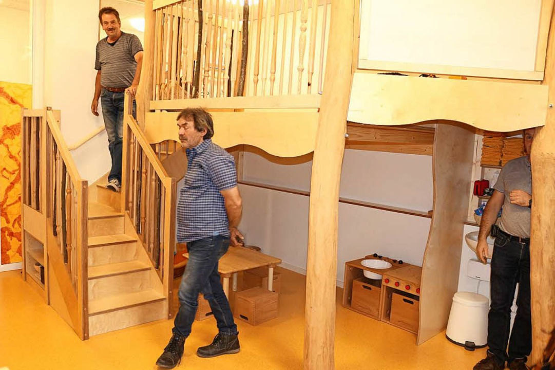 Der Ortschaftsrat besuchte die modernisierte und erweiterte Kindertagesstätte.  | Foto: Karin Heiß