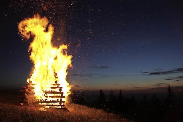 Feuer zur Sonnwende mit Statements in Waldkirch