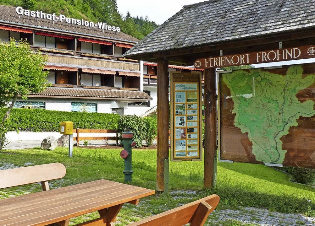 Die Gasthof-Pension Wiese am Rathaus s...ine Mehrzweckhalle mit  Marktscheune.   | Foto: Sattelberger