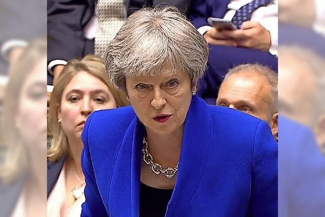 May übersteht Rebellion gegen den Brexit