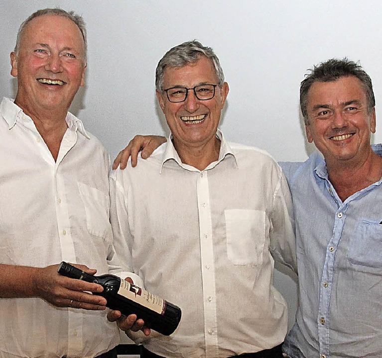 Linke-Chef Bernd Riexinger (Mitte) mit...t Koldewey (links) und Anton Schlatter  | Foto: Mario Schöneberg