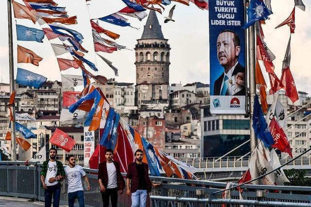 Wie die Parteien im türkischen Wahlkampf agieren