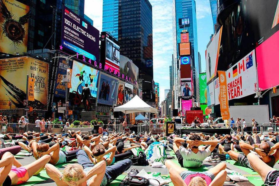 Yoga auf dem Times Square in New York. (Foto: dpa)
