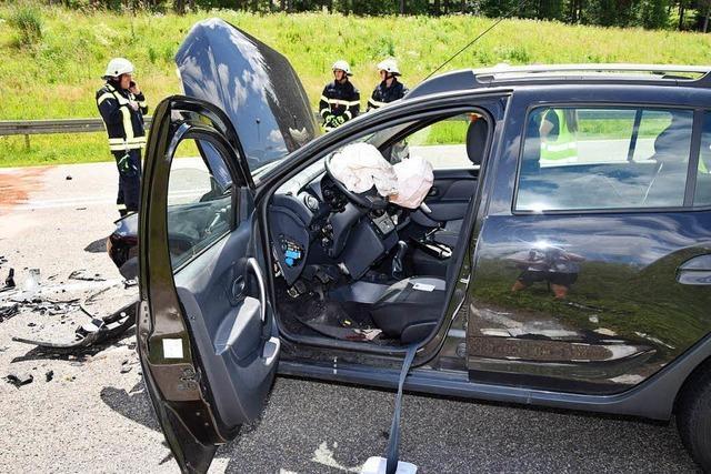Autofahrer stirbt nach schwerem Unfall auf B 31
