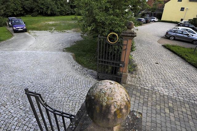 Zusätzliche Parkplätze im Kirchhof
