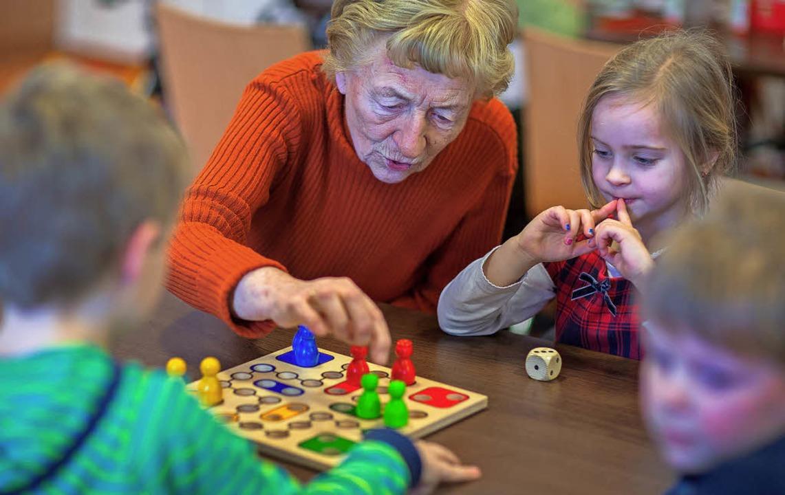 Alte und junge Menschen zusammenbringe...211; auch das wird künftig wichtiger.   | Foto: Symbolbild: DPA / Jend Büttner