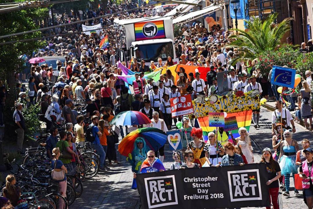 Die CSD-Parade zog zunächst durch die Bertoldstraße.  | Foto: Rita Eggstein