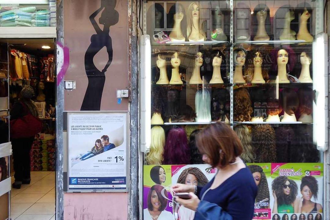 Perückenpracht: Friseur in der Rue du Château d'Eau.  | Foto: Michael Neubauer