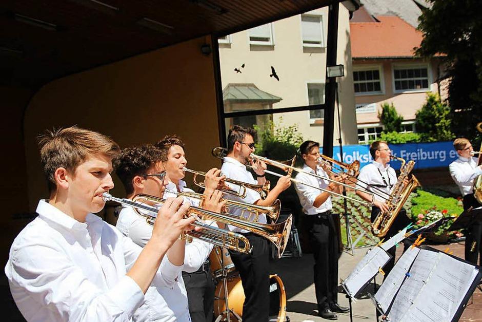 """Der zweite Auftritt der neuen """"Blechbengel"""", acht jugendliche Blechbläser der Stadtmusik Neustadt. (Foto: Eva Korinth)"""