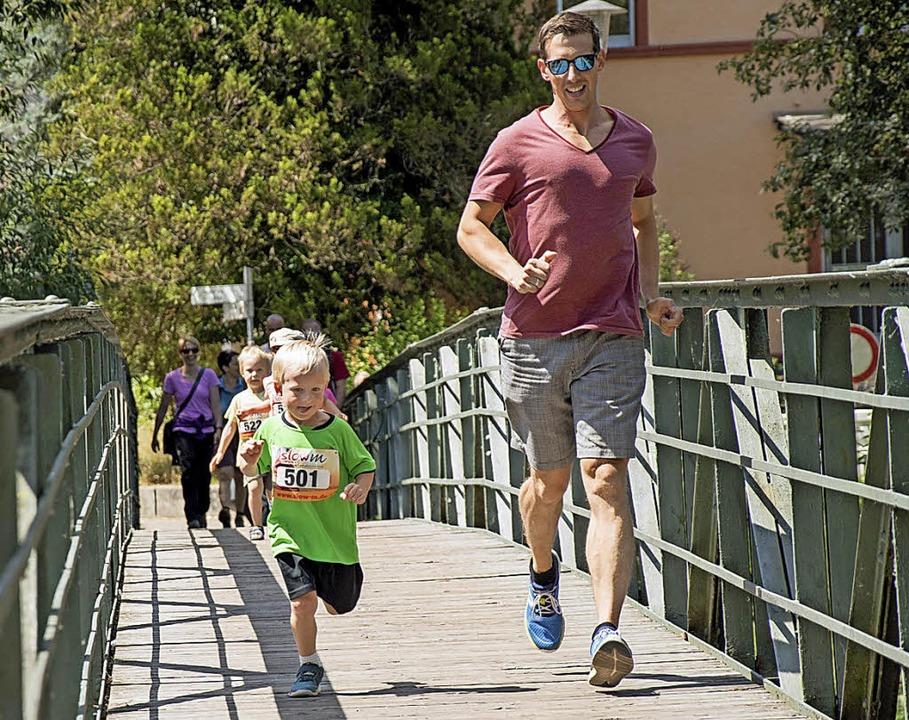 Lange und kurze Beine, in Shorts oder ...bekam den Preis der Werbegemeinschaft.  | Foto: roth