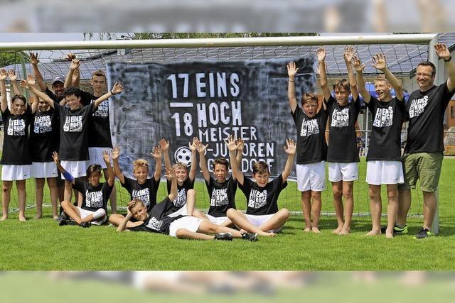 Eins hoch feiern die D-Junioren der SG Altdorf-Ettenheimweiler