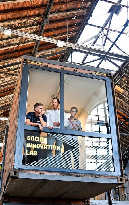 Volles Haus bei der Eröffnung mit OB Salomon und den Initiatoren.    Foto: Michael Bamberger