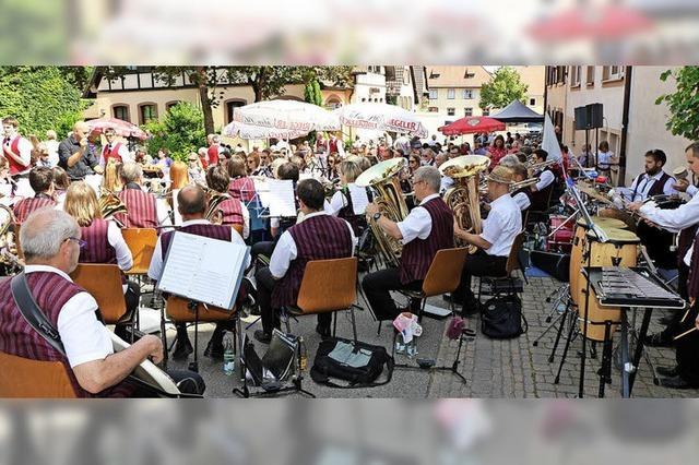 Hunderte von Besuchern und viel Musik auf der Laube