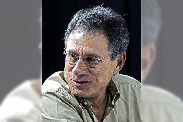 Rafael Ángel Herra, ehemaliger Botschafter aus Costa Rica, liest auf der LGS aus seinen Werken