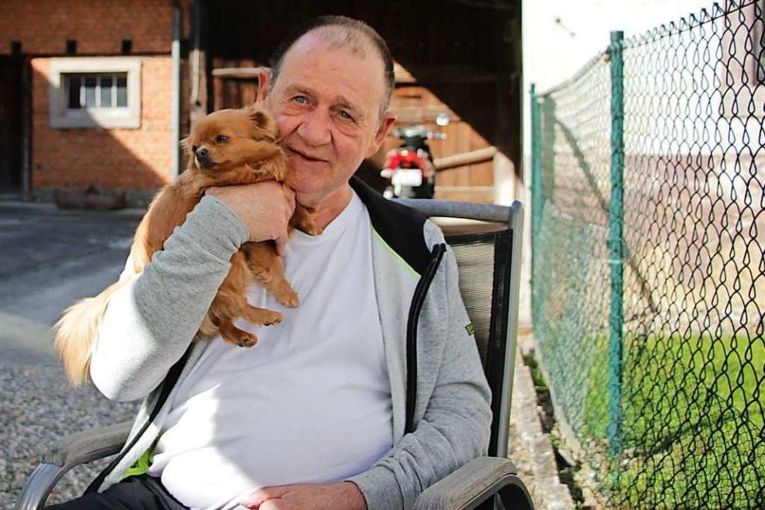 Kein Typ fürs Alleinsein: Wenn mal kei...mit den beiden Chihuahuas der Familie.  | Foto: bz