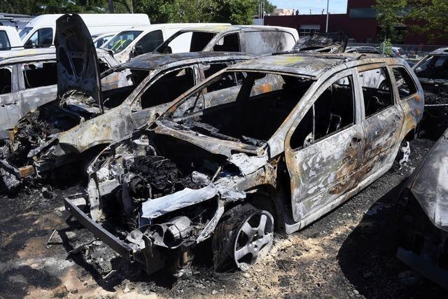 In Freiburg-Hochdorf haben in der Nacht auf Dienstag 13 Autos gebrannt