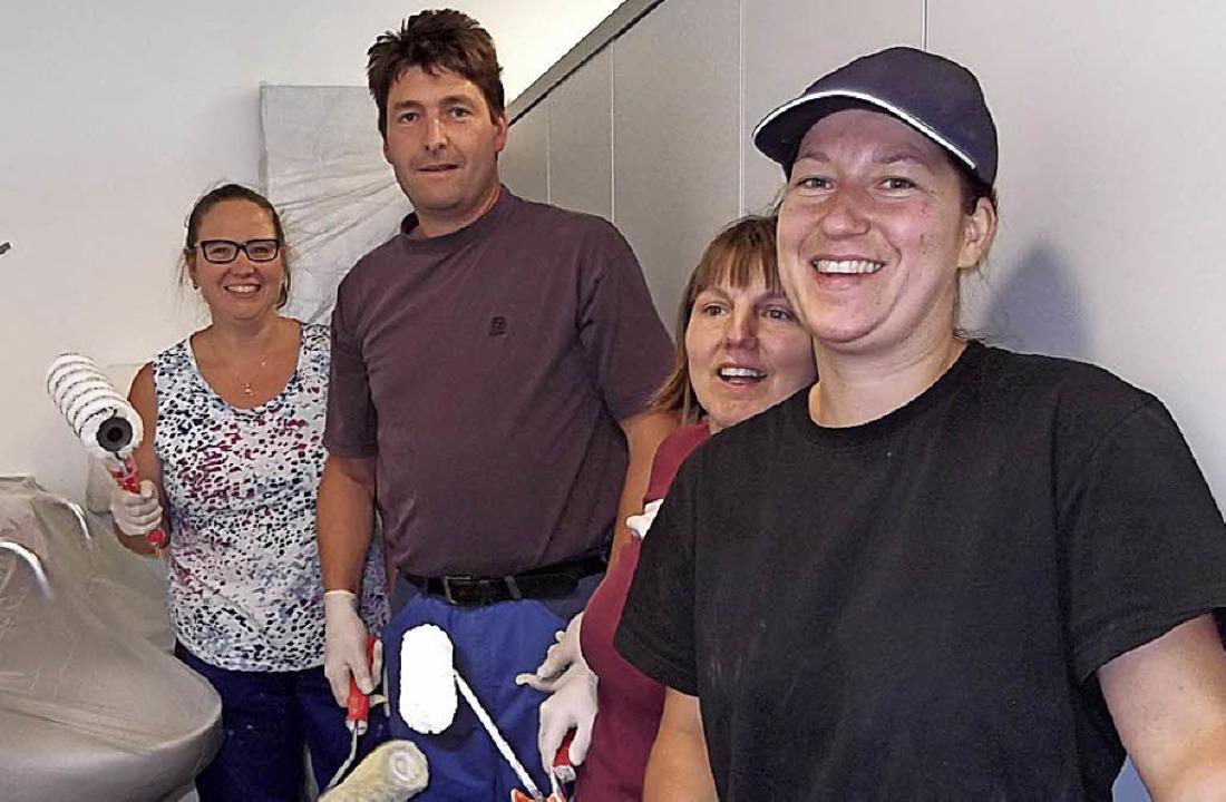 Zeigen Einsatz bei der Streichaktion i...r, Rainer Bader und Manuela Rothmund.     Foto: Rittner