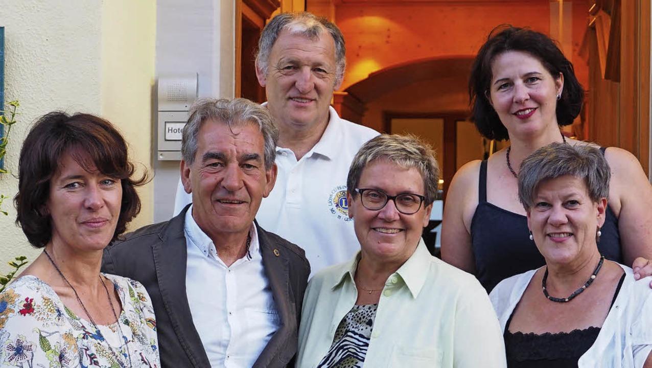 Der neue Vorsitzende und sein Team (vo...ter, Carina Schwandt und  Bärbel Kolz     Foto: Zeller