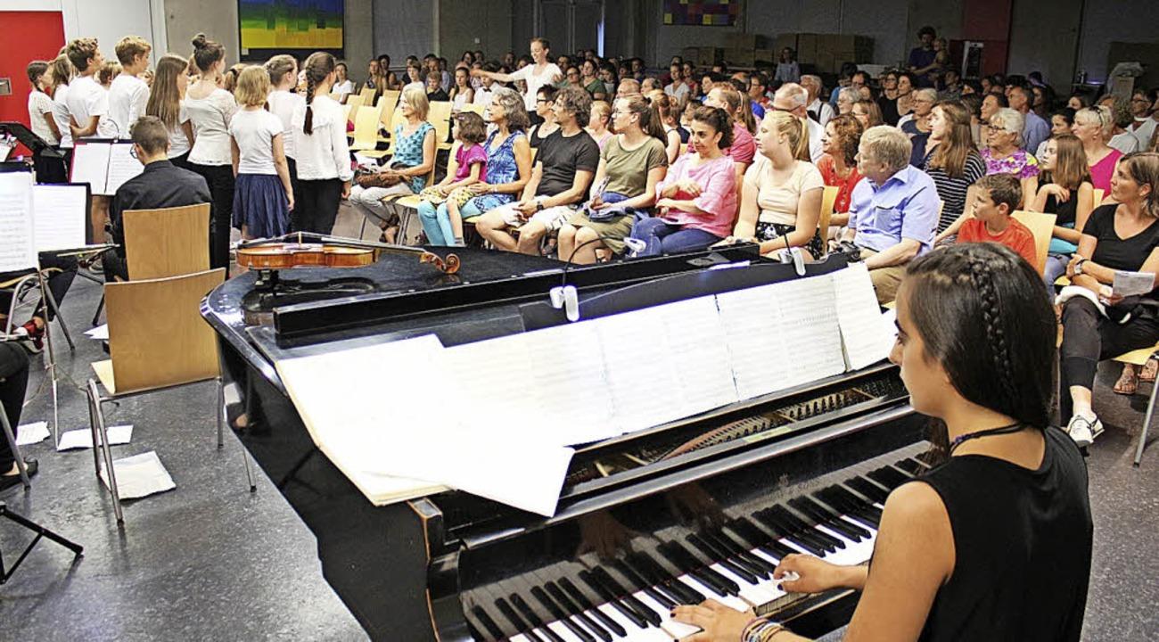Instrumentalisten und Sänger gaben gle...ostprobe ihres musikalischen Könnens.   | Foto: Anja Bertsch