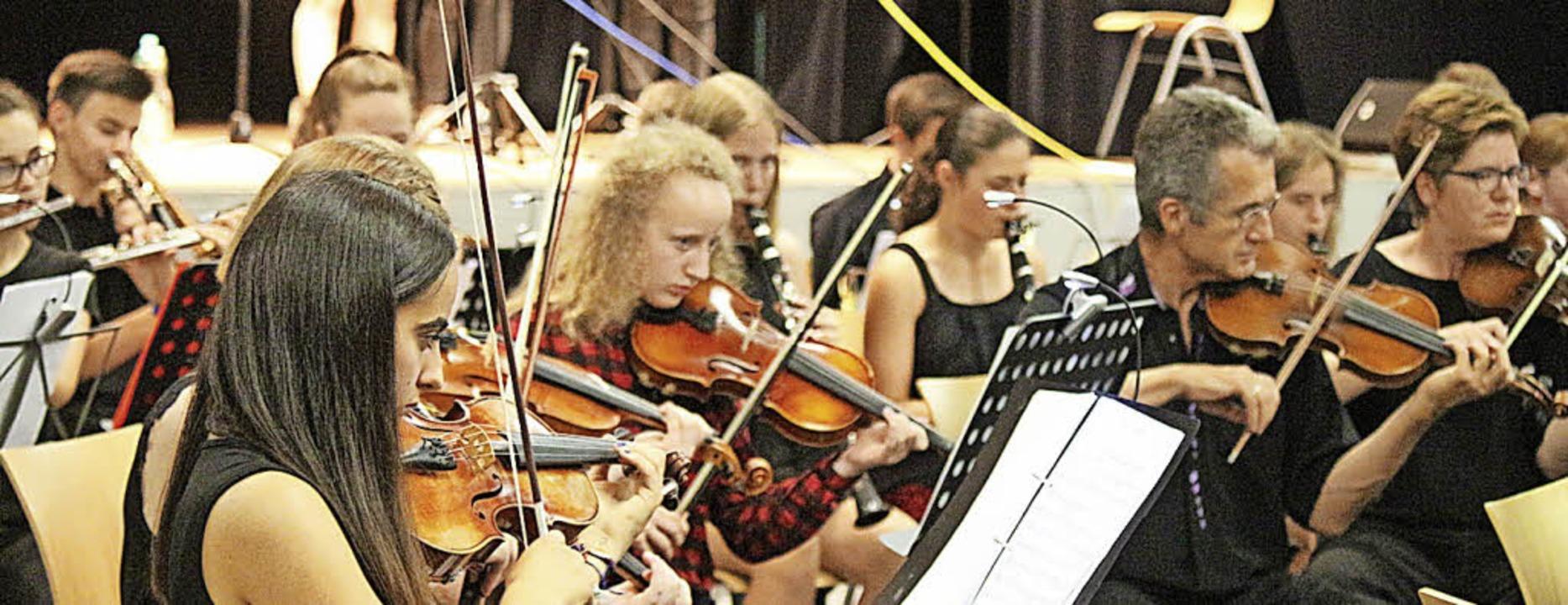Einen weiten Bogen von der klassischen...n die jungen Musikerinnen und Musiker.  | Foto: Anja Bertsch
