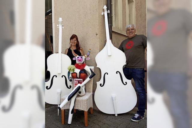 Kuh Olga spielt jetzt auch Cello