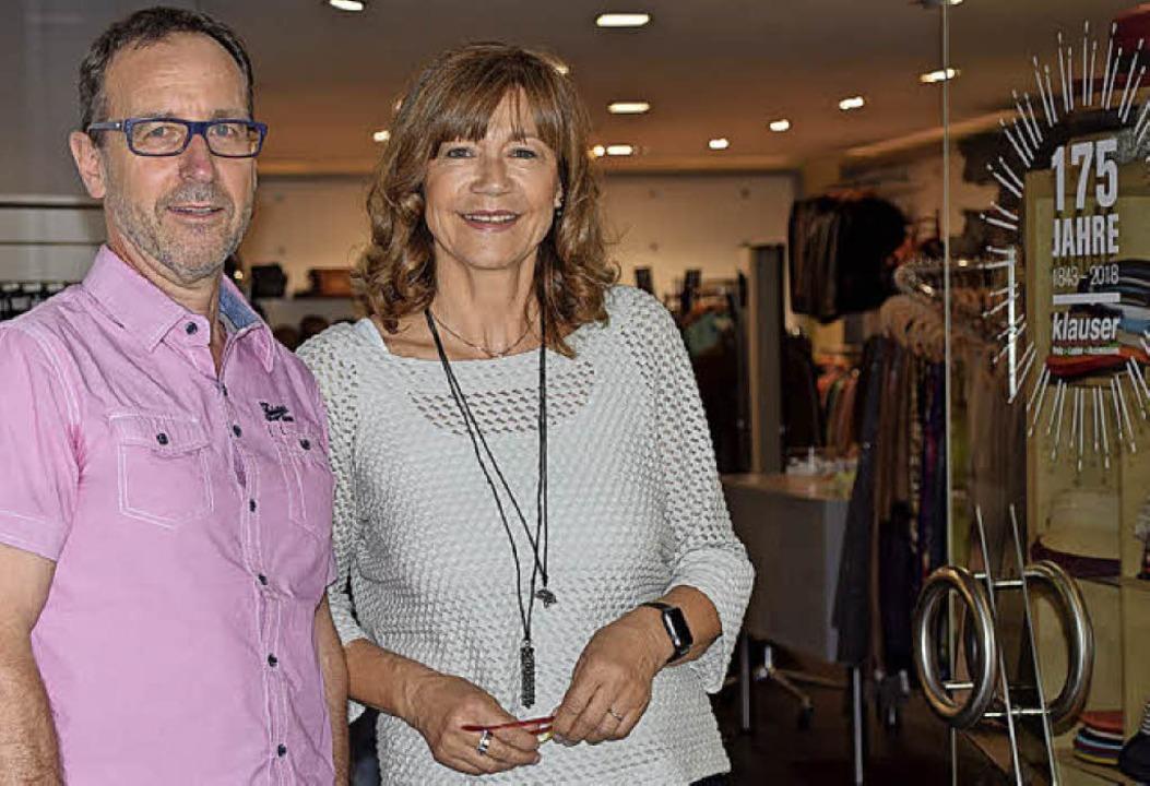 Monika Klauser-Kischnick und Peter Kischnick an ihrer Ladentür    Foto: Heidemarie Wussler