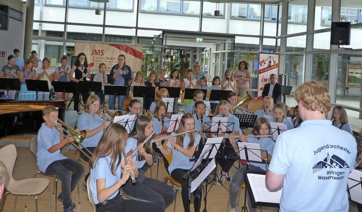 Beim Jubiläumskonzert der Jugendmusiks...e Musikerinnen und Musiker ihr Können.    Foto: Christine Weirich