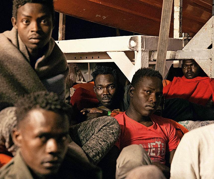 Flüchtlinge auf der Lifeline   | Foto: AFP