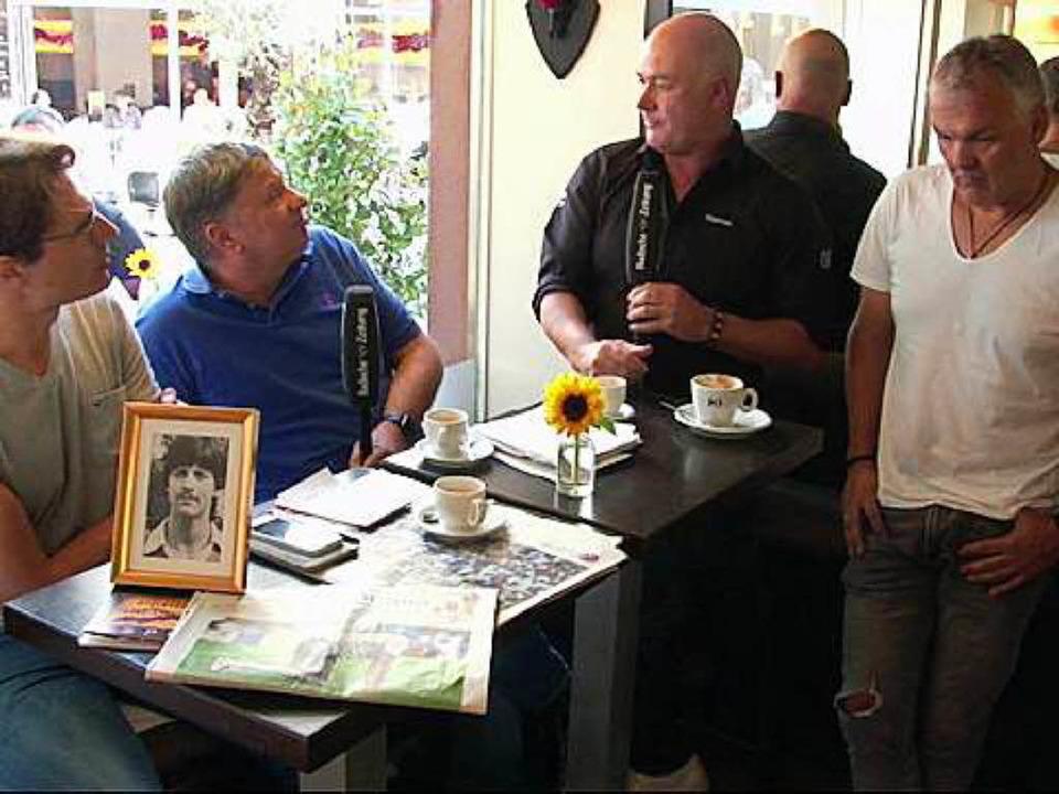 WM-Talk mit Thomas Schweizer, Claus Ro...ech in der Freiburger UC-Espresso-Bar.  | Foto: BZ