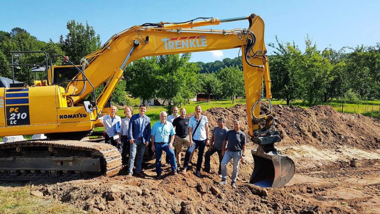 Die Projektbeteiligten sowie Kippenhei...hwasserschutz im Dorf verbessert wird.  | Foto: Karl Kovacs
