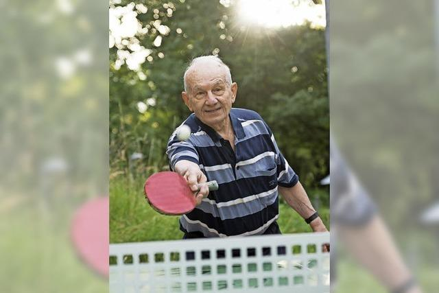 Emil Ardeleanu spielt fast täglich Tischtennis im Dietenbachpark – und motiviert Passanten