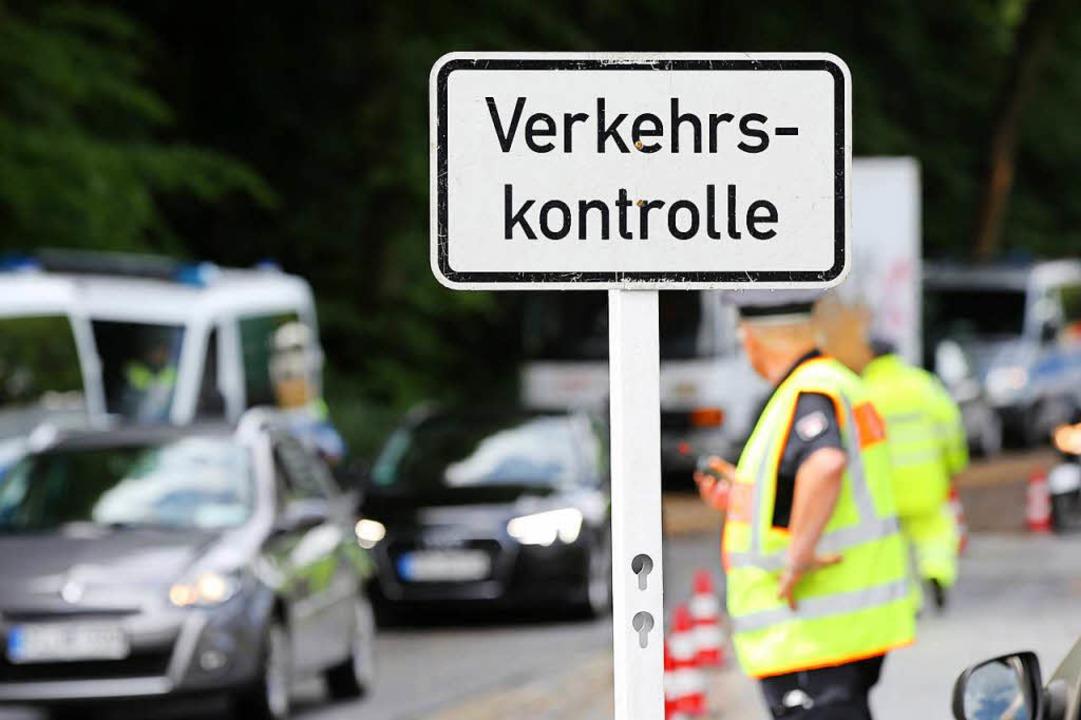 Eine Kontrollstelle zur Überprüfung des Dieselfahrverbots in Hamburg.  | Foto: dpa
